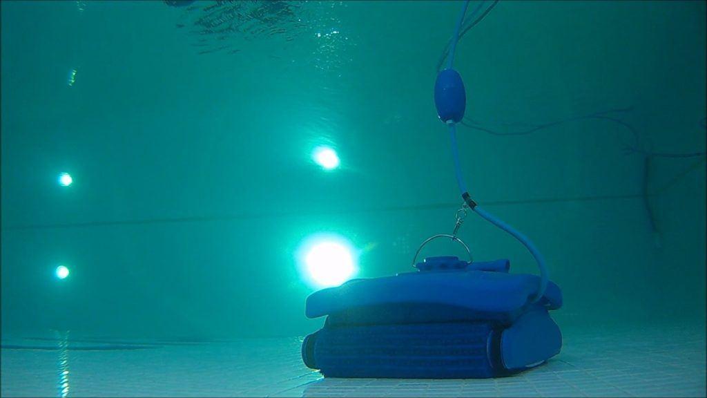 well2wellness Poolroboter Dpool-1 unter Wasser