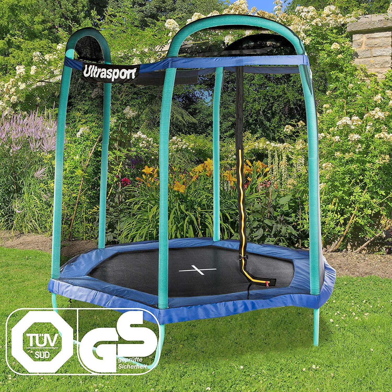 Ein Ultrasport Gartentrampolin in einem Garten