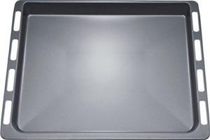 Der Bosch HBA33B150 Serie 6 Einbaubackofen hat ein umfangreiches Zubehör.