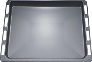 Ein Backblech ist im Lieferumfang des Pyrolyse Backofen Bosch HBG73U150.