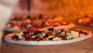 Lecker Pizza im Ofen zubereiten.