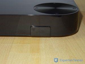 USB-Anschluss und Bedienelement vom BluRay Player von Samsung im Detail