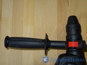 Montierter Zusatzgriff an einem Bohrhammer von Bosch im Detail