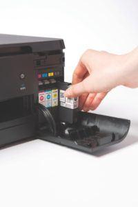 Beim Lieferumfang des Brother DCP-J562DW Multifunktionsdrucker Tintenstrahl sind 4 Starterpatronen dabei.