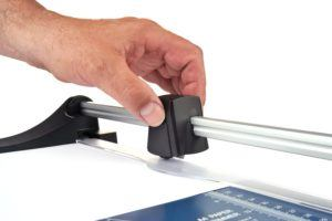 Eine Papierschneidemaschine ist ein nützliches Gerät.