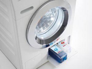 Sauber wie nie zuvor Automatisch dosieren mit revolutionärem Zwei-Phasen-System oder anderen Flüssigwaschmitteln