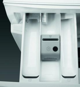 Geöffnete Waschmittelschublade einer Waschmaschine