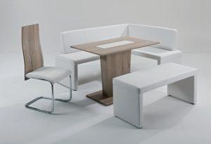 Sie können einen Esstisch im Internet oder im Möbelhaus kaufen.