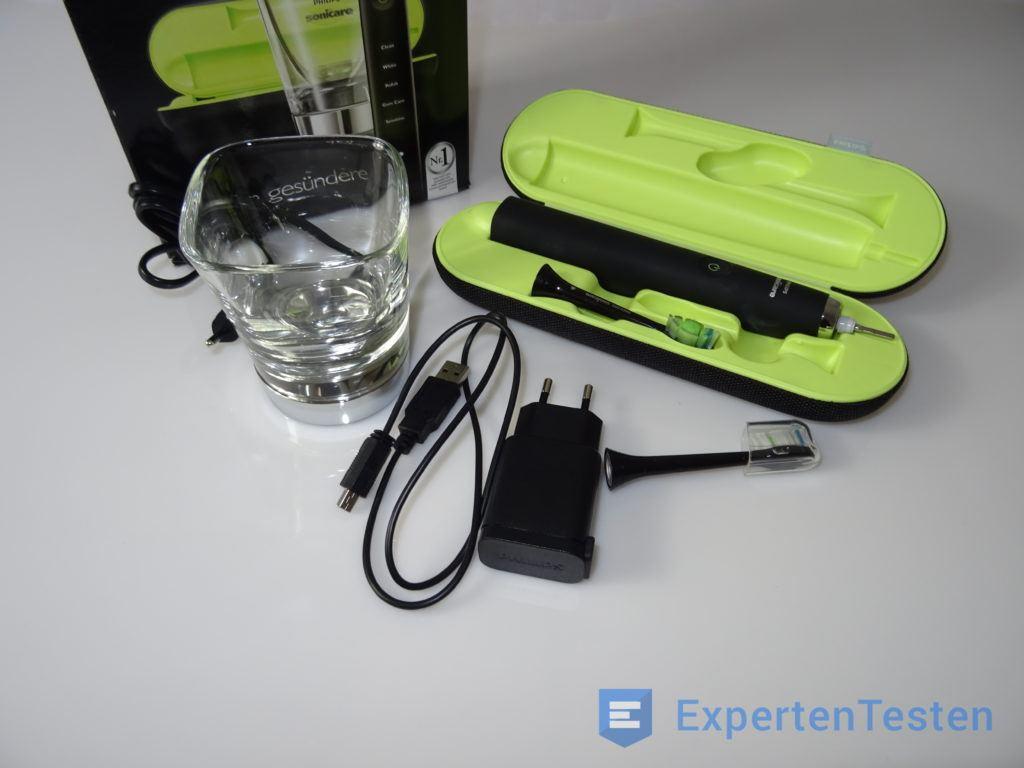 Elektrische Zahnbürste in einer Aufbewahrungsbox in der Zusammenstellung
