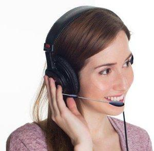 Beratung durch eine Frau im Call-Center bei Kauf von einem Klimagerät