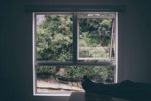 Richtiges Lüften durch Fenster kann Klimagerät unterstützen