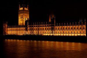 Im Londoner Parlamentsgebäude wurde erstes Klimagerät installiert