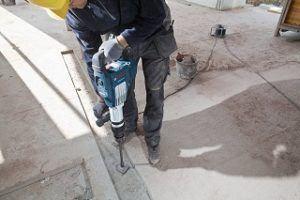 Betonboden bearbeiten mit Bosch Professional GSH 11 VC Abbruchhammer im Test