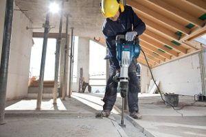 Arbeiten mit dem Bosch Professional GSH 11 VC Abbruchhammer arbeiten im Test