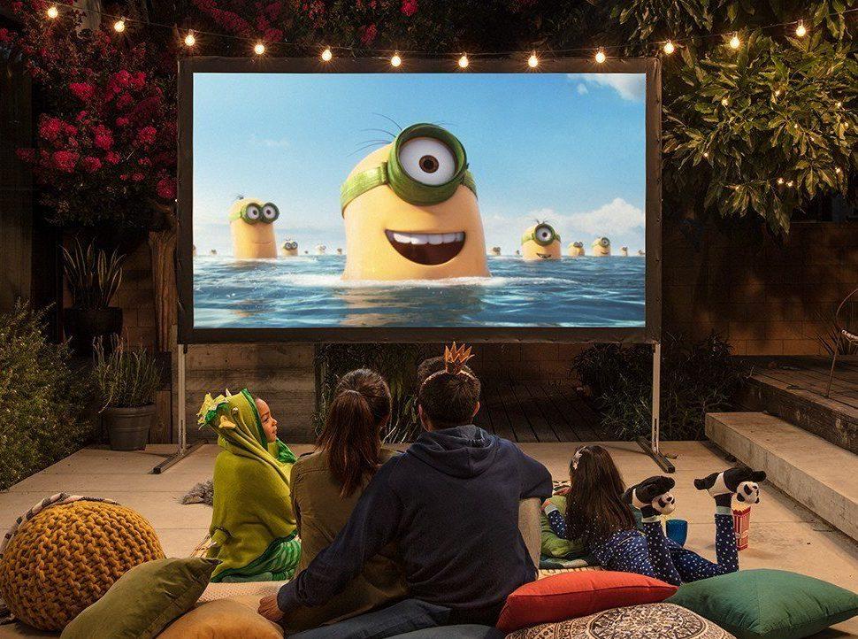 Fire TV mit 4K Ultra HD und Alexa-Sprachfernbedienung (Anhängerform)