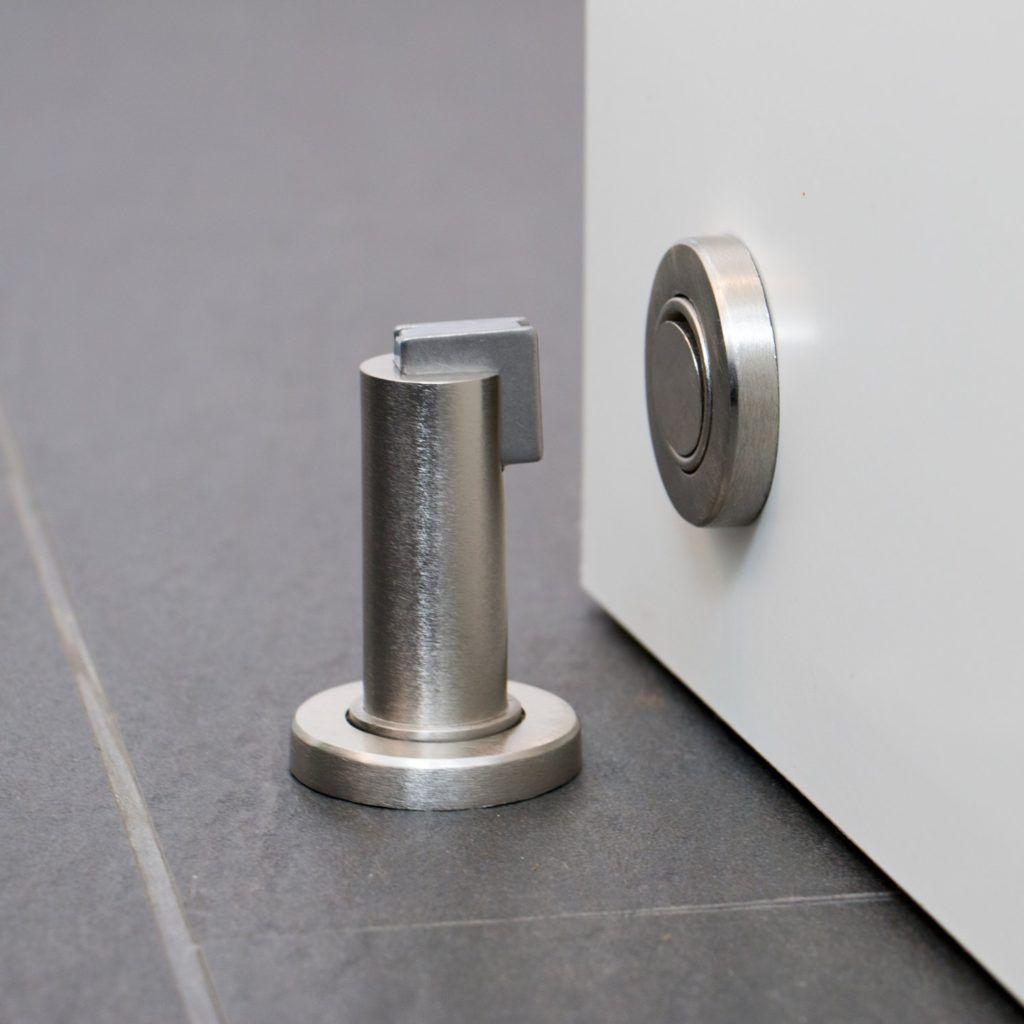 Stoppwerk Magnet stoppt die Tür im Türstopper Test