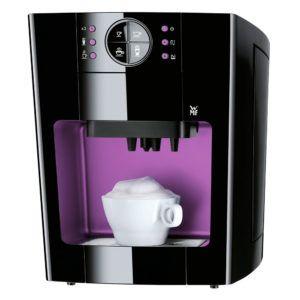 Frontansicht vom Kaffeevollautomat von WMF in pink