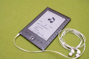 ebook reader mit kopfhörer
