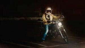 E-Roller Test: Probefahrt mit dem Helm