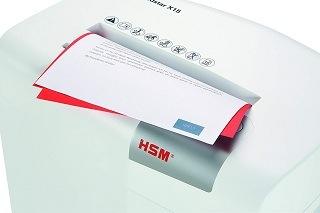Papier schreddertn mit dem HSM shredstar X15 Aktenvernichter im Test
