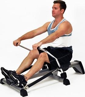 Die Aluminium-Laufschiene in Verbindung mit dem hochwertig gelagerten, ergonomischen Rollensitz gewährleistet ein gleichmäßiges, leises Training Test