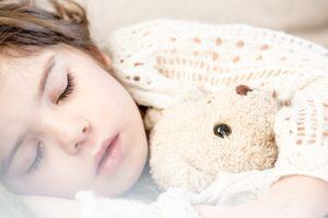 CO-Melder kann Leben retten beim Schlafen unter Anderem eines Kindes