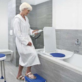 Der Invacare Aquatec Badewannenlifter Orca im test und vergleich