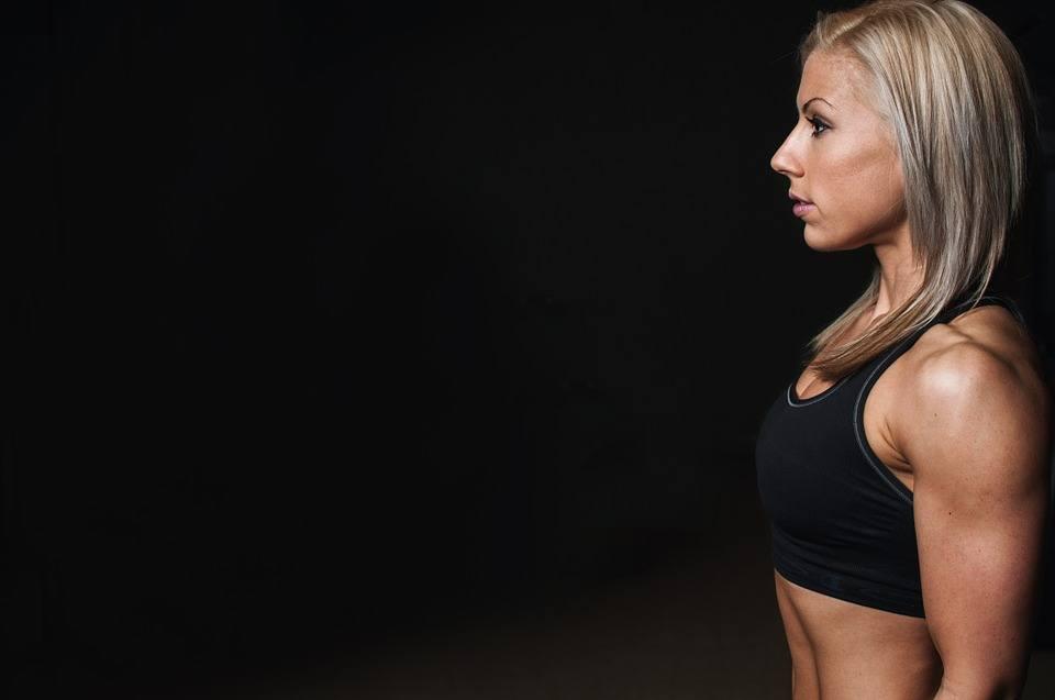 Online Fitness Studio Mybod-E Test- die Frau trainiert sich im Online Fitness Studio Mybod-E