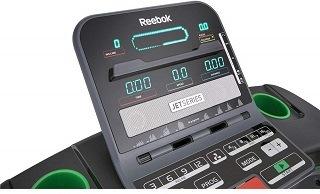 Das Reebok Jet 200 Laufband hat ein großes LCD Display im Test