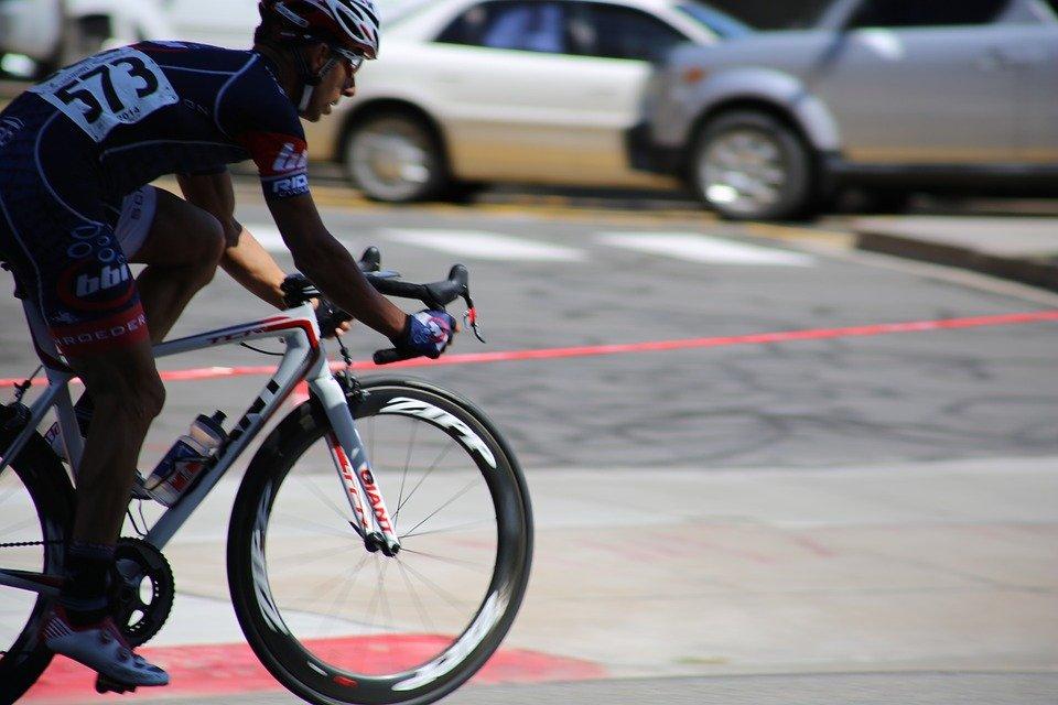 Rennrad Test - Rennraf richtig für Straßenverkehr vorbereiten
