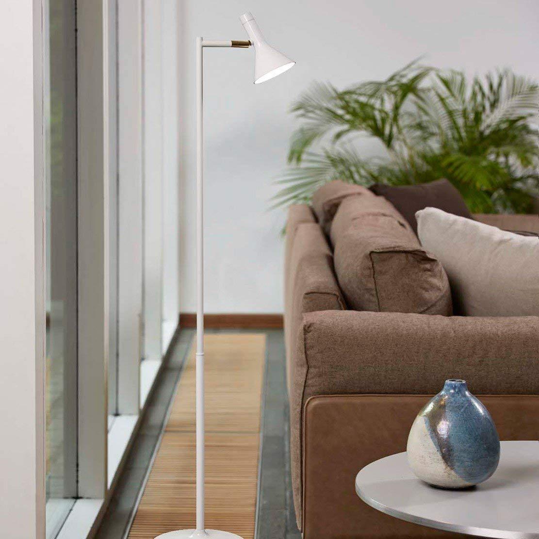 Stehlampe Test - die weiße Stehlampe fürs Lesen im Interieur