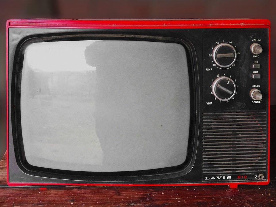 Vintage Fernseher im Fernseher mit WLAN Test