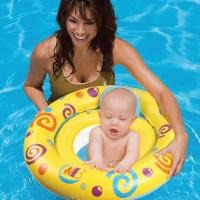 Baby Schwimmen - so unterstützen Eltern die Entwicklung ihres Kindes optimal