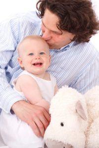 Baby und Vater