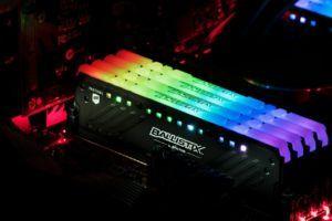 DDR4 RAM mit RGB-Farben im Computer leuchtet sehr schön