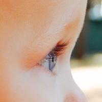 Bindehautentzündung bei Babys - Ursachen und Behandlung