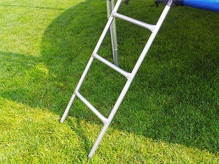 Das B01D7R09G2 Gartentrampolin wird mit Leiters mitgeliefert Test