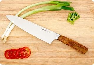 Das Küchenmesser mit Stahl Klinge von Makami Kona Chef im Test und Vergleich bei Expertentesten