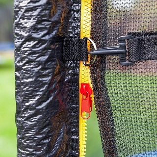 Dieses Trampolin ist wetterfest und speziell für den Außenbereich konzipiert Test