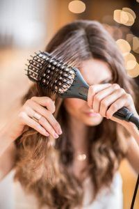 Remington Glättbürste mit antistatischer Beschichtung für geschmeidiges und glattes Haar, Kühle Borstenenden im Test