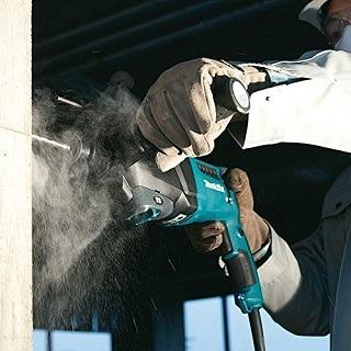 Der HR2601J Bohrhammer wird getestet