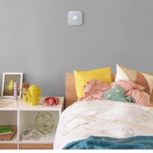 Nest Protect hängt an der Wand im Rauchmelder Test