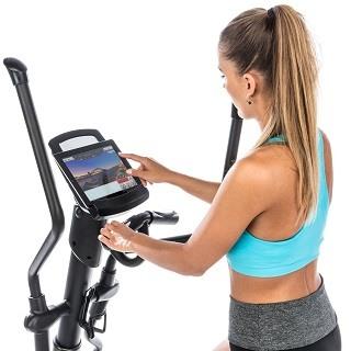 Durch die solide Bauweise und großzügige Abmessungen eignet sich der CardioCross Carbon Advance sportbegeisterte Benutzer mit einem maximalen Gewicht von 130 kg Test