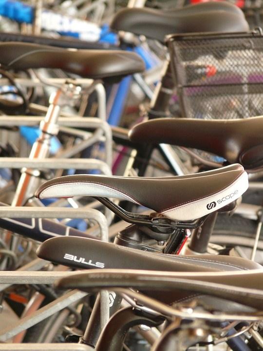 Nach diesen Testkriterien werden Rennrad Sättel bei ExpertenTesten.de verglichen