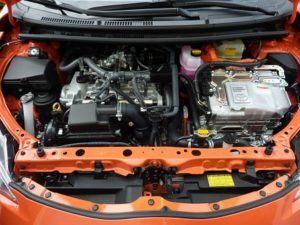 Autobatterie im Motorraum