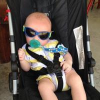 cooles Baby im Kinderwagen