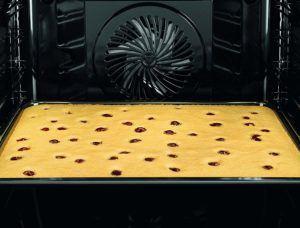 Die Backfunktion von einem Backofen mit Mikrowelle im Test und Vergleich