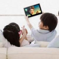 tragbarer DVD Player mit Kindern