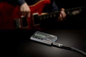 Nach diesen Testkriterien werden Stimmgeräte Gitarren bei uns verglichen