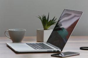 Computer auf einem Tisch